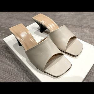 By Far lily mules color: off-white